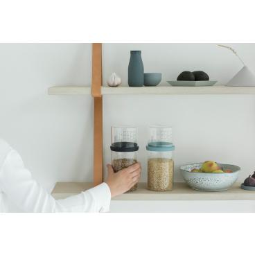 Brabantia Vorratsglas mit Messbecher, 1,0 Liter Farbe: Dark Grey